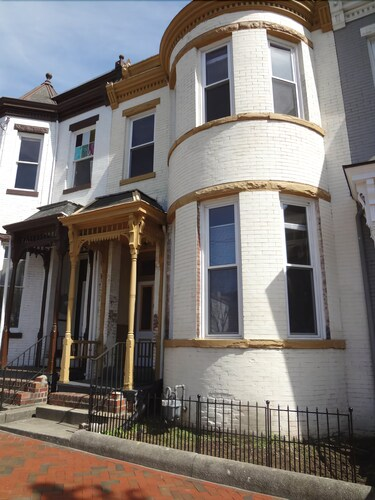 Great Place to stay Bay Window 2nd Flr. Center of the City, Hilltop, Victorian Rowhouse 1894 near Richmond