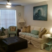Cozy Condo Retreat.close to Beaches/disney/nasa.tranquil Large Pool/jacuzzi Area