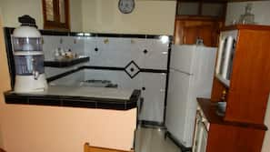 Full-size fridge, stovetop, cookware/dishes/utensils