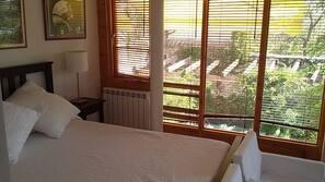 Edredones de plumas, cortinas opacas, cunas o camas infantiles gratuitas