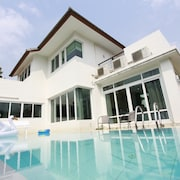 AnB Pool Villa 4BR Beachfront in Pattaya