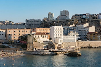 52 Corniche Président John Fitzgerald Kennedy, 13007 Marseille, France.
