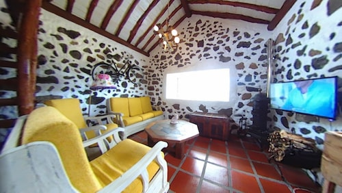 Chalet With one Bedroom in Praia da Vitória, With Wonderful sea View and Wifi - 7 km From the Beach