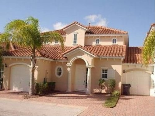 Family Holiday Villa ~ Gated 4 BR Pool~ Minutes to Disney ~pool~wifi~gameroom