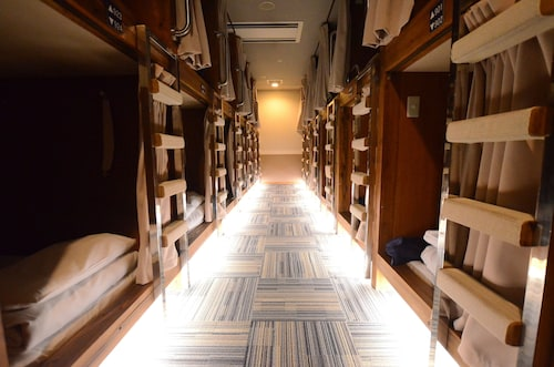 Kumamoto Capsule Hotel - Hostel, Caters to Men