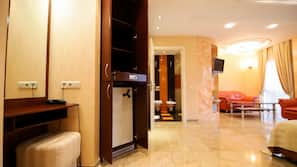 Minibar, in-room safe, desk, iron/ironing board
