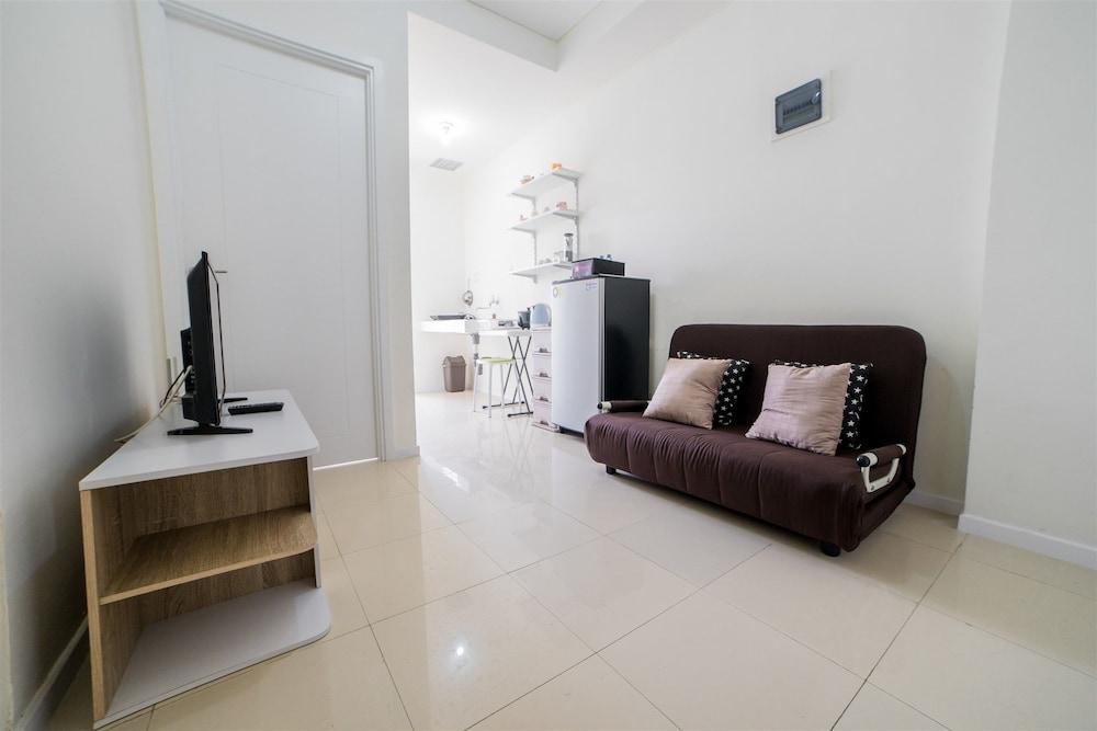 Minimalist Apartment with Sofa Bed at Parahyangan Residence ...
