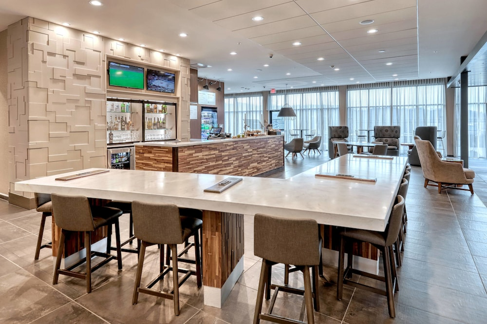Lobby, Courtyard by Marriott Southington