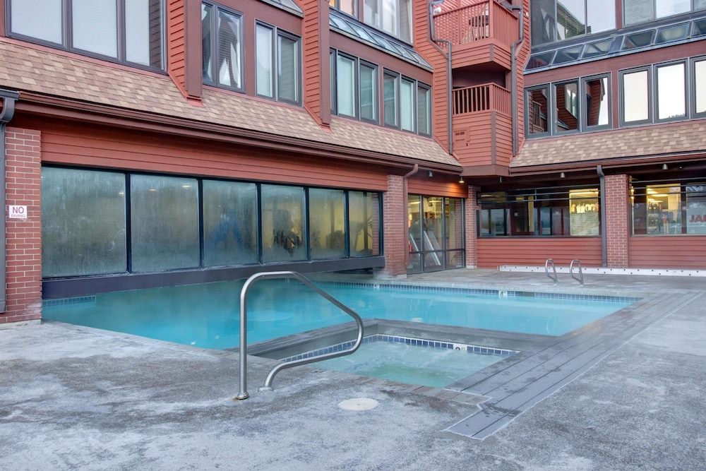 Outdoor Pool, The Lodge at Mountain Village