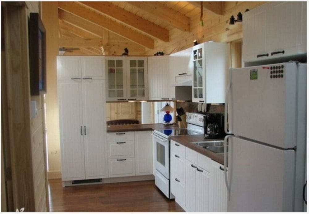 Private Kitchen, Million Dollar View Cottages, Kahuna Cottage- Parrsboro, Nova Scotia