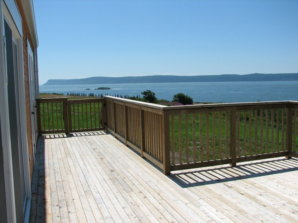 Terrace/Patio, Million Dollar View Cottages, Kahuna Cottage- Parrsboro, Nova Scotia