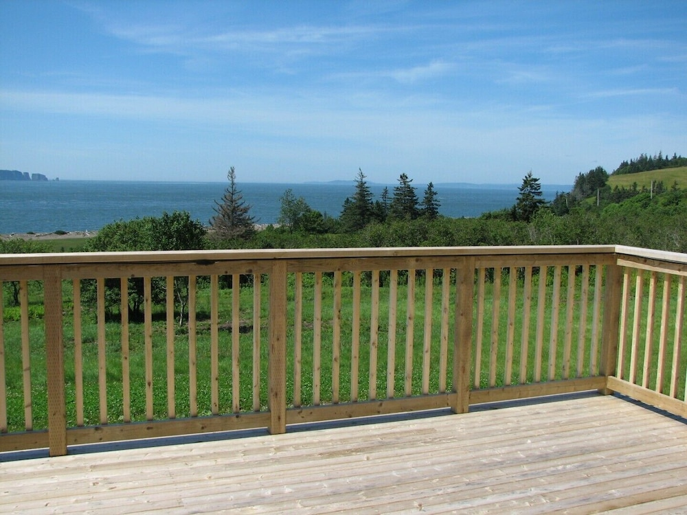 Balcony, Million Dollar View Cottages, Kahuna Cottage- Parrsboro, Nova Scotia