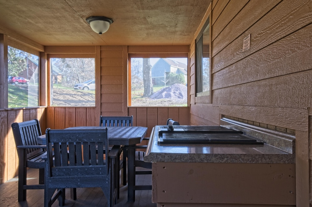 Private Kitchen, Christmas Mountain Village, Wisconsin Dells, 2 Bedroom Villa