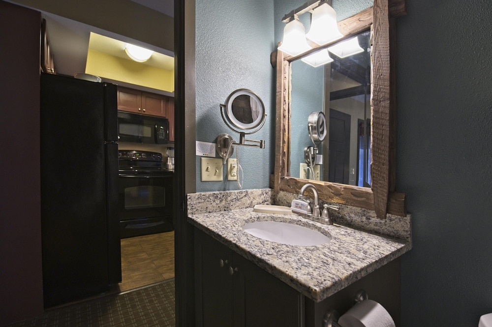 Bathroom, Christmas Mountain Village, Wisconsin Dells, 2 Bedroom Villa