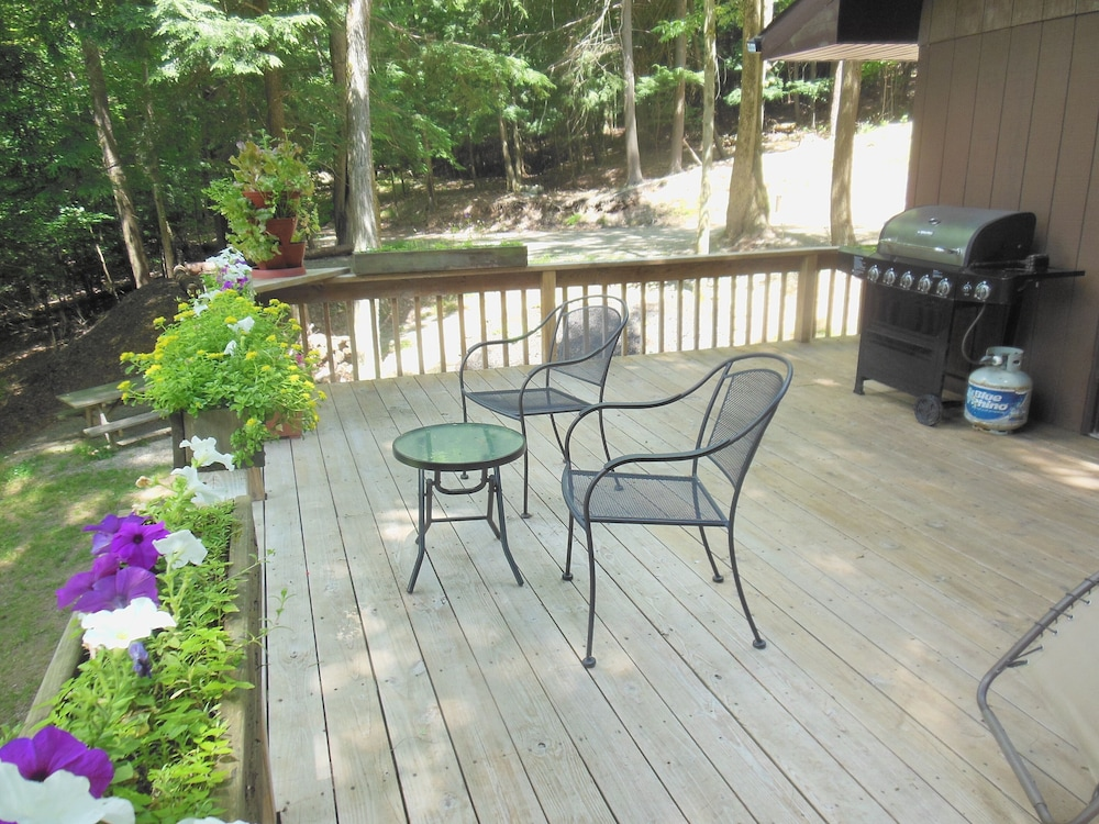 Balcony, New Listing! Serenity - Wellsville Cabin- Hiking, Biking & Wildlife Observation