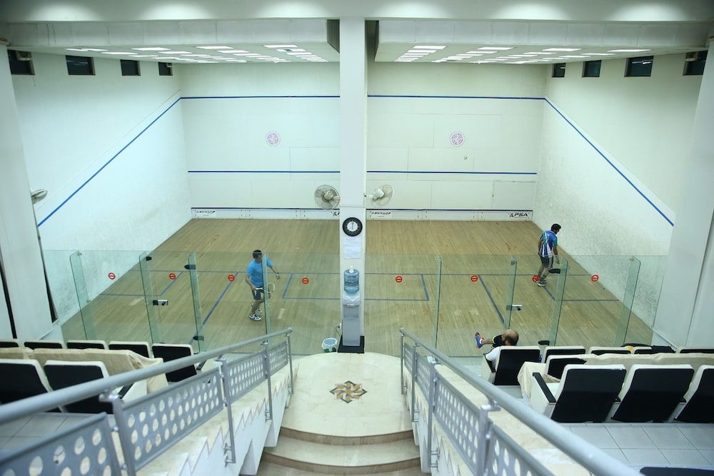 Sport Court, Safari Club 1