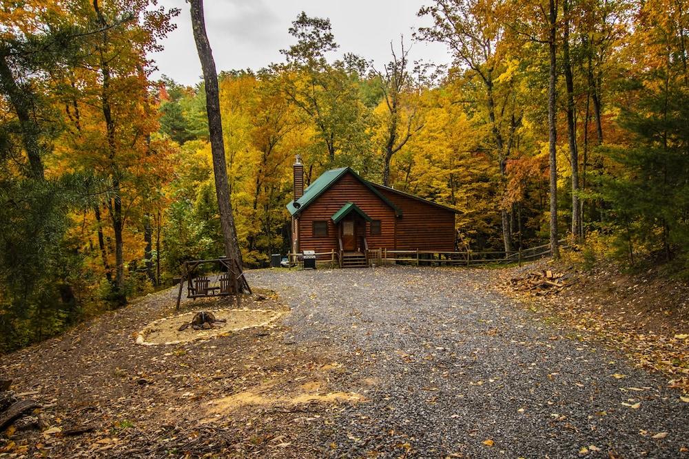 Secluded 2 Bedroom Luxury Cabin Rental In Wears Valley In