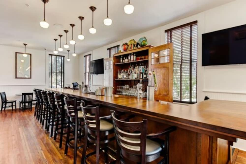 Bar, Amelia Schoolhouse Inn