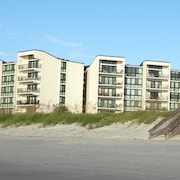 Comfortable Oceanview Condo, Shipyard B13 Offers Great Views of the Beach and Ocean