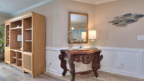 4 bedrooms, desk, iron/ironing board, Internet
