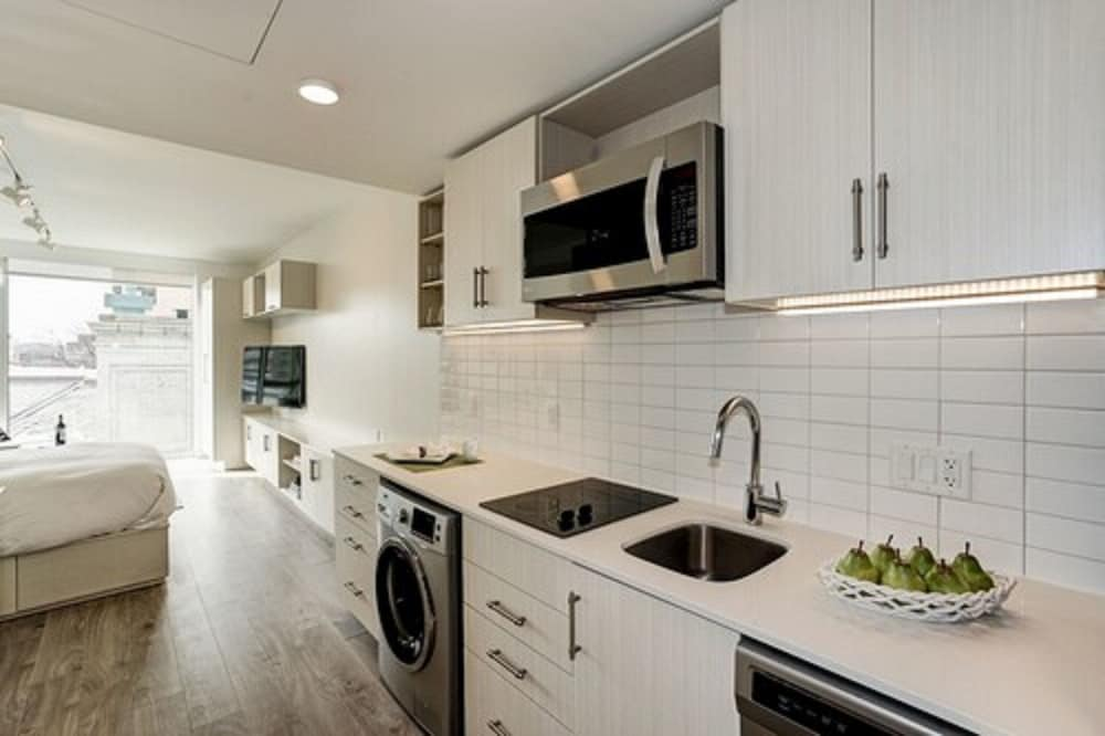 Private Kitchen, Ampeer Luxury Residences