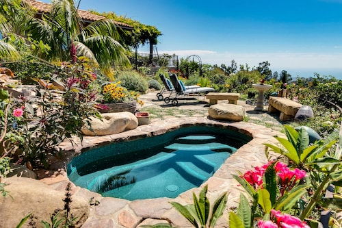 Lush Garden W/ Hot Tub & Superb Ocean View 3 Bedroom Home