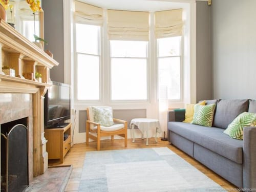 Classic Victorian House Sleeps 8 in East Brighton