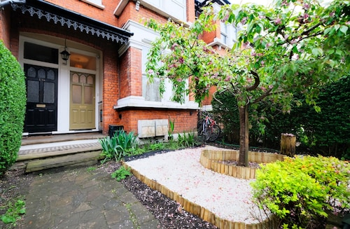 Lovely 1BR Edwardian House For 4 in North London