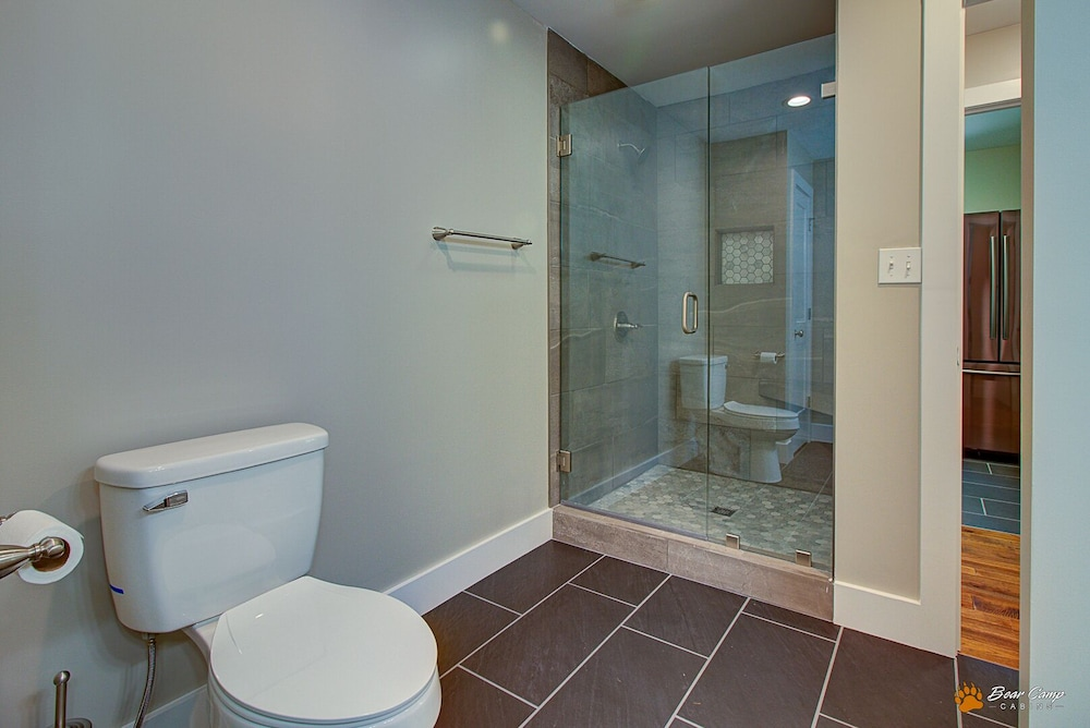 Bathroom, Awesome Mountain Views,4900+ SQ. FT. Hot Tub, Free Attraction Tickets!!!