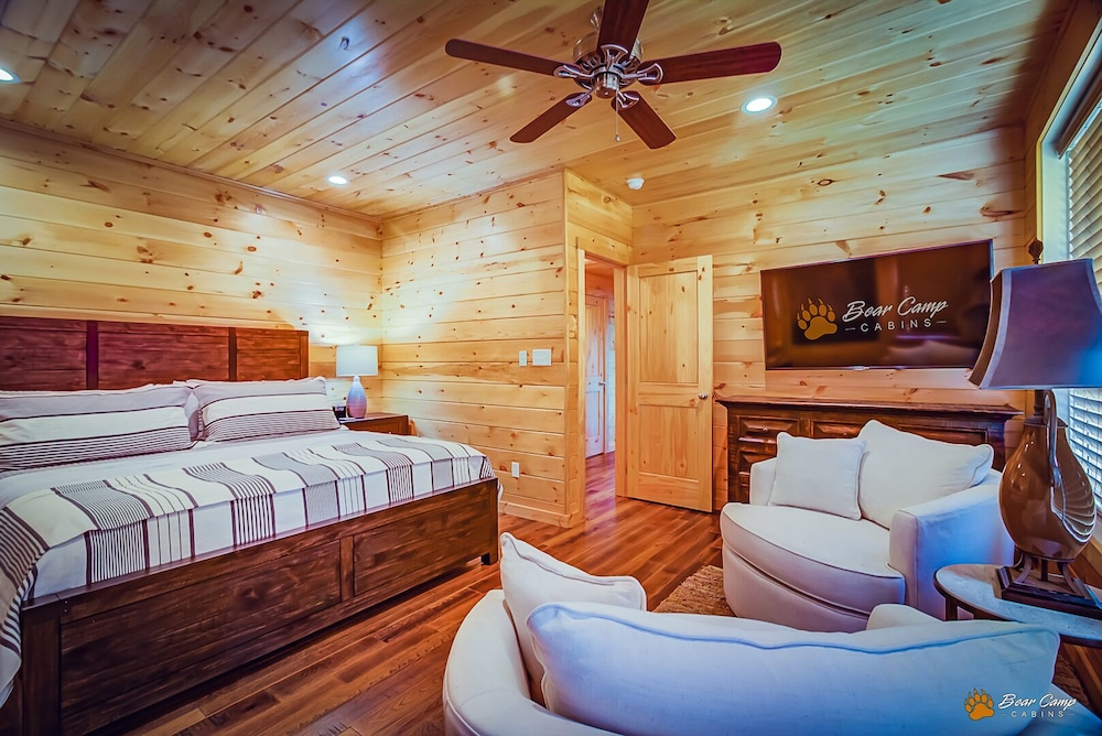 Room, Awesome Mountain Views,4900+ SQ. FT. Hot Tub, Free Attraction Tickets!!!