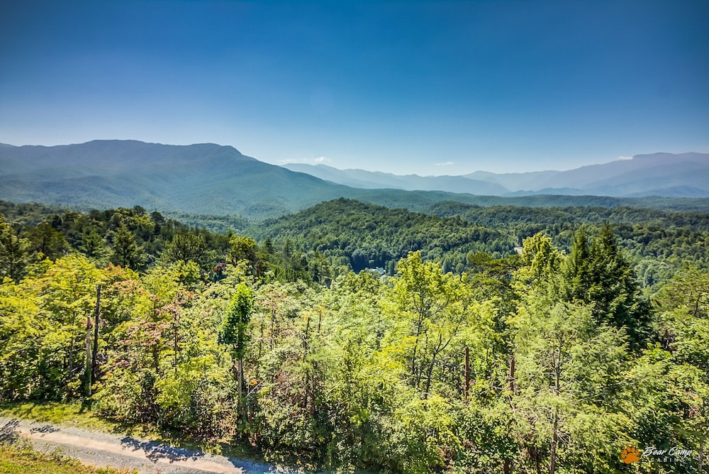 , Awesome Mountain Views,4900+ SQ. FT. Hot Tub, Free Attraction Tickets!!!