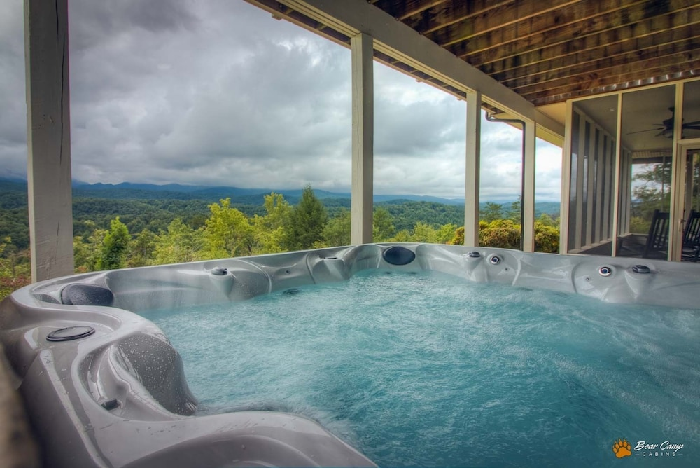 Spa, Awesome Mountain Views,4900+ SQ. FT. Hot Tub, Free Attraction Tickets!!!