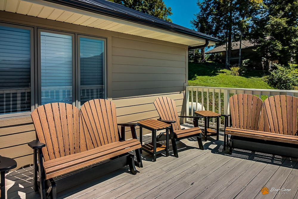 Balcony, Awesome Mountain Views,4900+ SQ. FT. Hot Tub, Free Attraction Tickets!!!