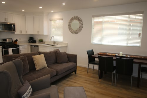 Great Place to stay Brand New 2BD House Private near North Hollywood