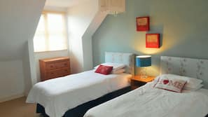 4 bedrooms, iron/ironing board, cots/infant beds, Internet