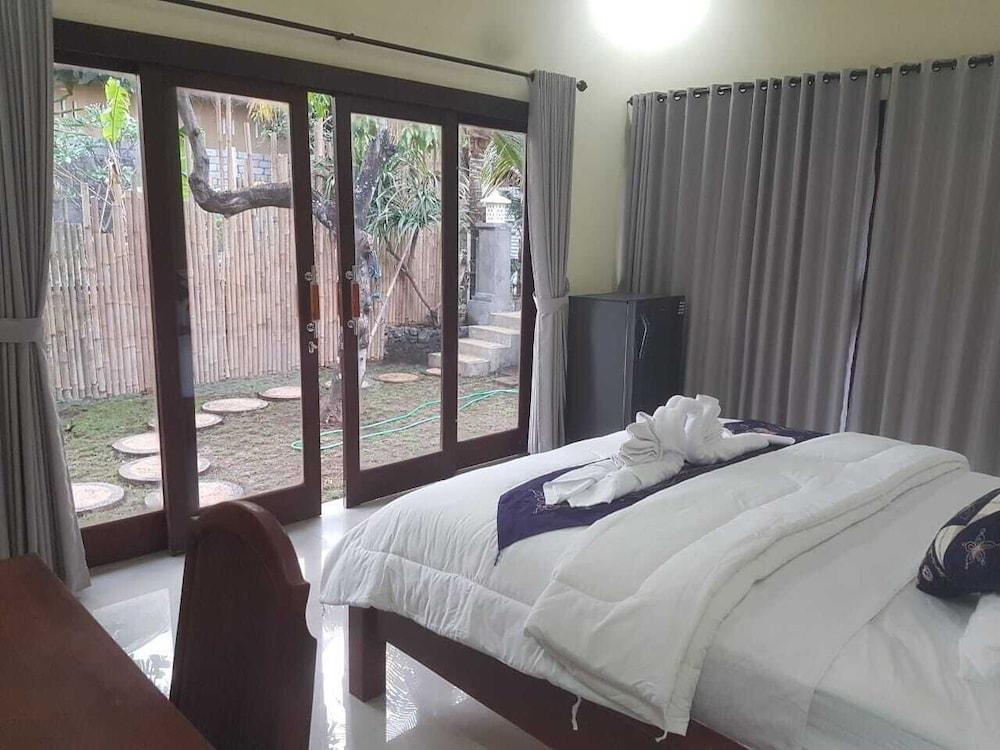 Keuken Aan Tuin : Een nieuw huis met 1 slaapkamer en een open keuken met uitzicht op
