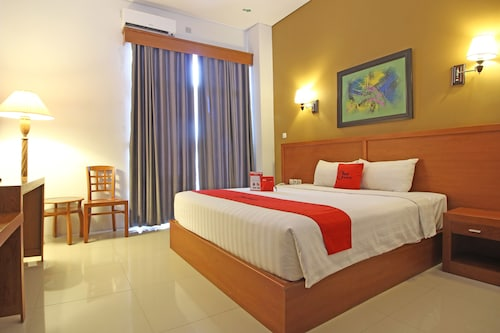 Reddoorz Premium near Sleman City Hall