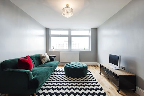 Scenic Shepherds Bush Home by Westfield London
