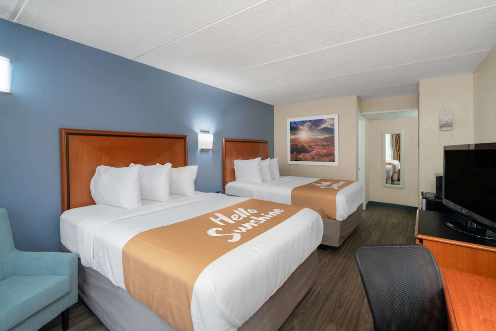 Room, Days Inn by Wyndham Knoxville North