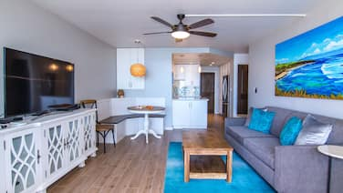Bright, Beautiful, Remodeled Island Sands 505 Condo