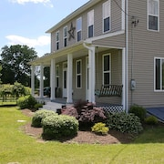 Historic Gettysburg Home - Ski Slopes & Golf Minutes Away. Pet Friendly!