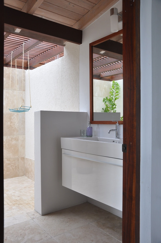 Bathroom, The Long House - Luxurious Ocean Front Villa With Stunning Views