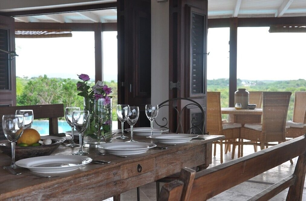 In-Room Dining, The Long House - Luxurious Ocean Front Villa With Stunning Views