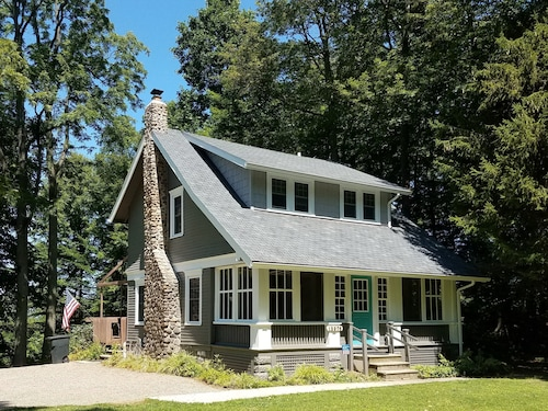 Cottage on Lake Erie - Historic Lake Home