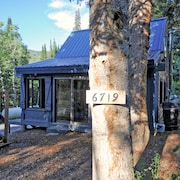 Beautiful, Quaint Cabin in the Woods Close to the City and Major ski Resorts