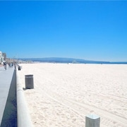Enjoy the Beach Life! Walk to Beach and Pier.-hermosa Beach