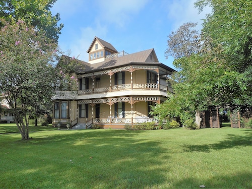 Beautiful Ious Victorian Home In Sealy Tx 4 Bedroom 5 Baths