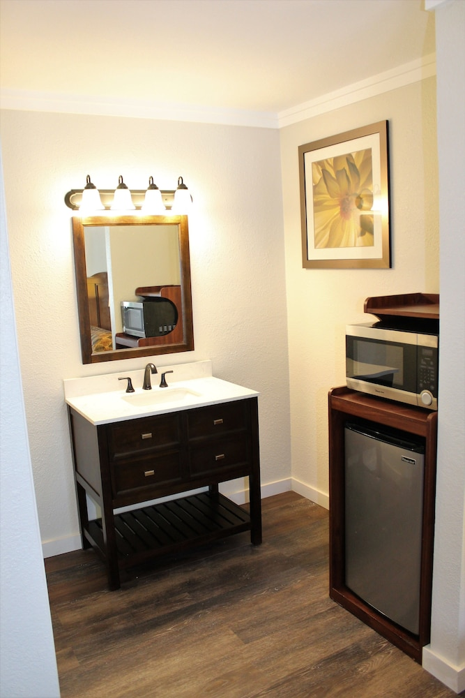 Bathroom, The Northern Inn