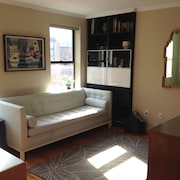 Private Large 1 Bedroom - Minutes From The City In Trendy Greenpoint