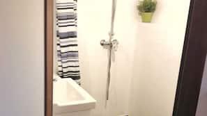 Dusche, Haartrockner, Handtücher